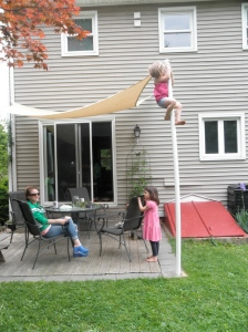 We stayed with our friends and spent a lot of time hanging out in their backyard. Here's Mimi's latest trick!